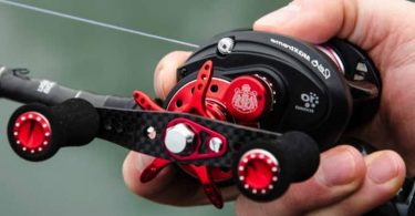 how to use a baitcaster reel